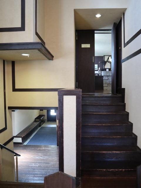 館内 玄関から食堂へのアプローチ