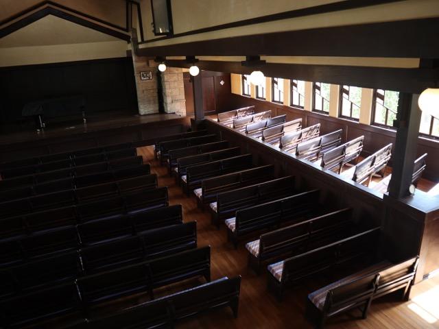 講堂 2階席から見下ろし